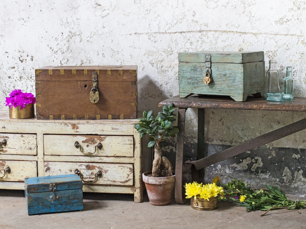 shabby chic style vintage furniture
