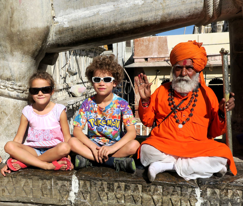 Chilling with a shadhu on the steps of Jagdish temple Udaipur, Rajasthan