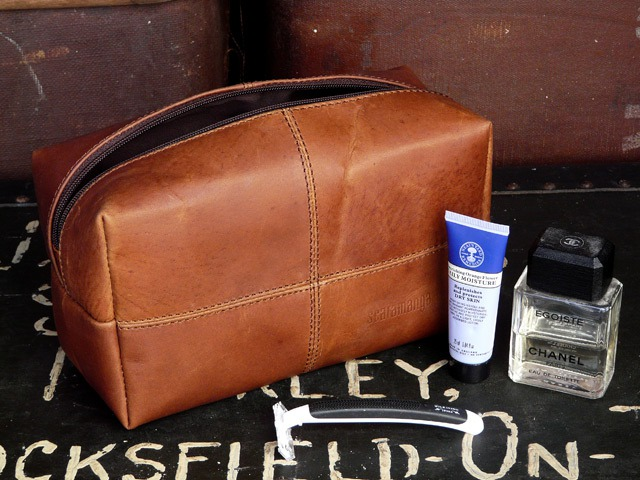 Men's Leather Wash Bag, £24.75