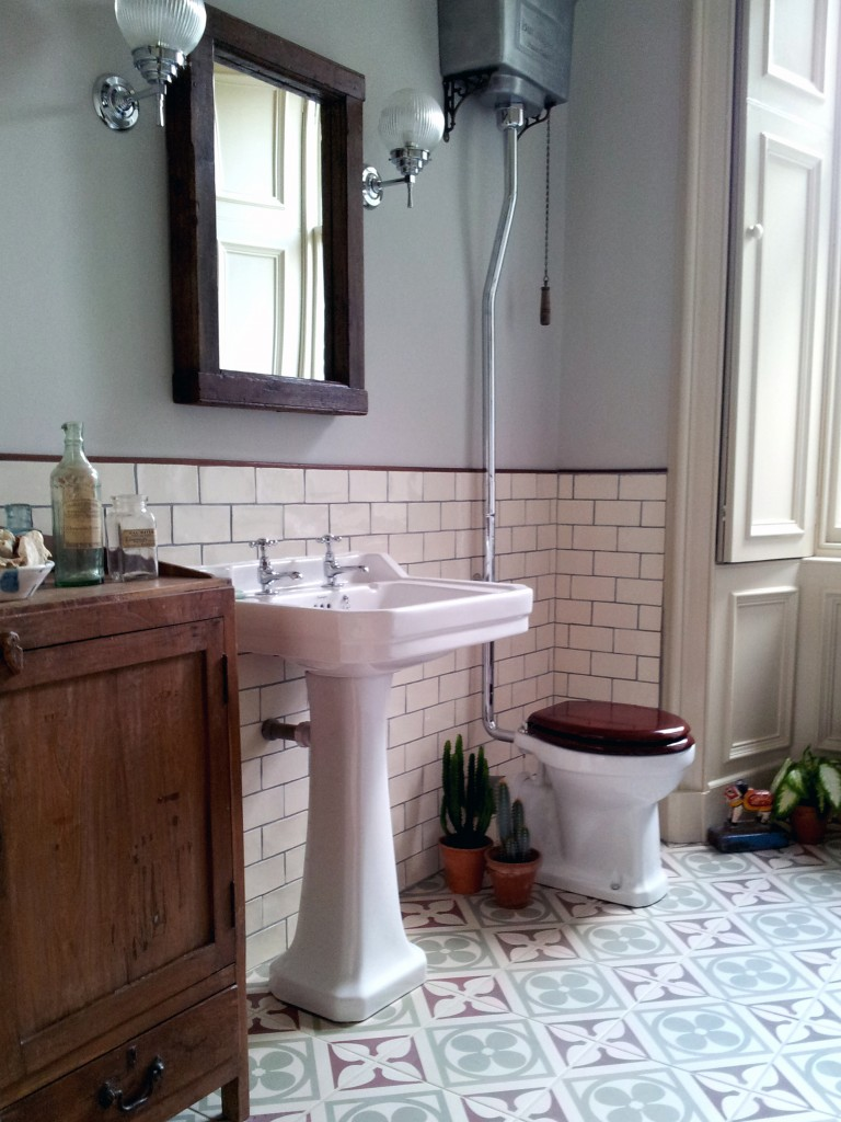 Vintage bathrooms scaramanga 39 s redesign do 39 s don 39 ts for Bathroom redesign uk