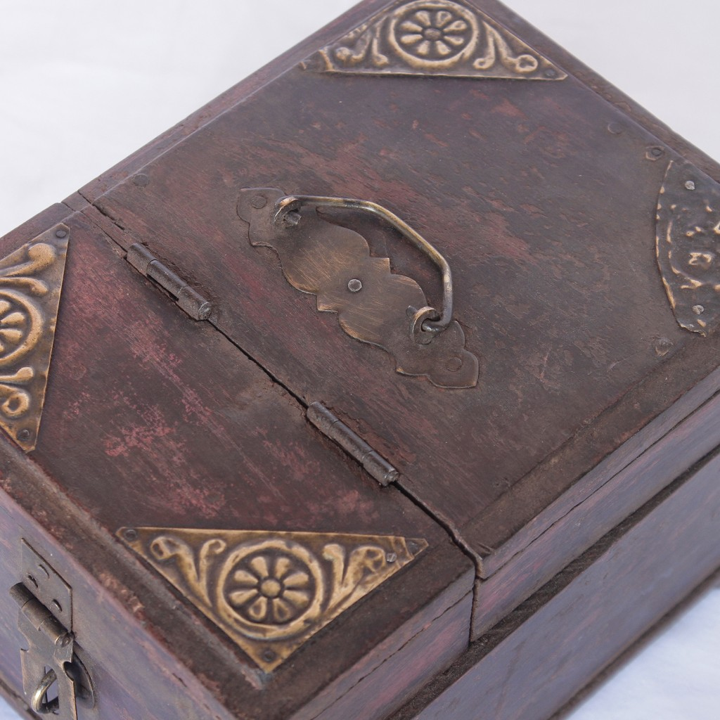 brass decorated old shaving box