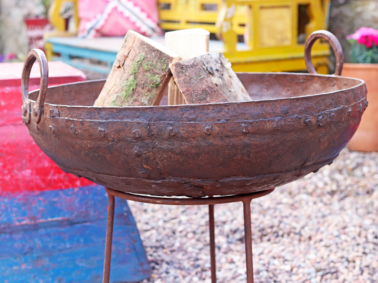 We all need a source of warmth when outside. Our range of Kadai fire bowls are the solution