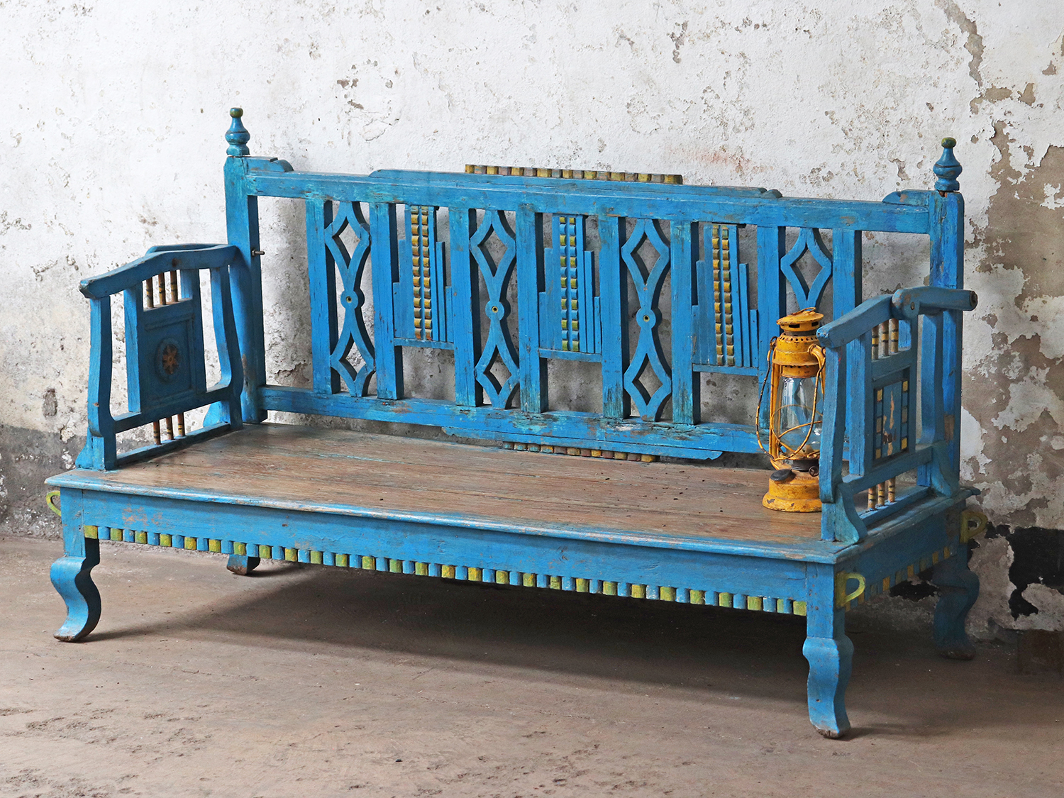 add this beautiful, vintage bench to your outside space this summer