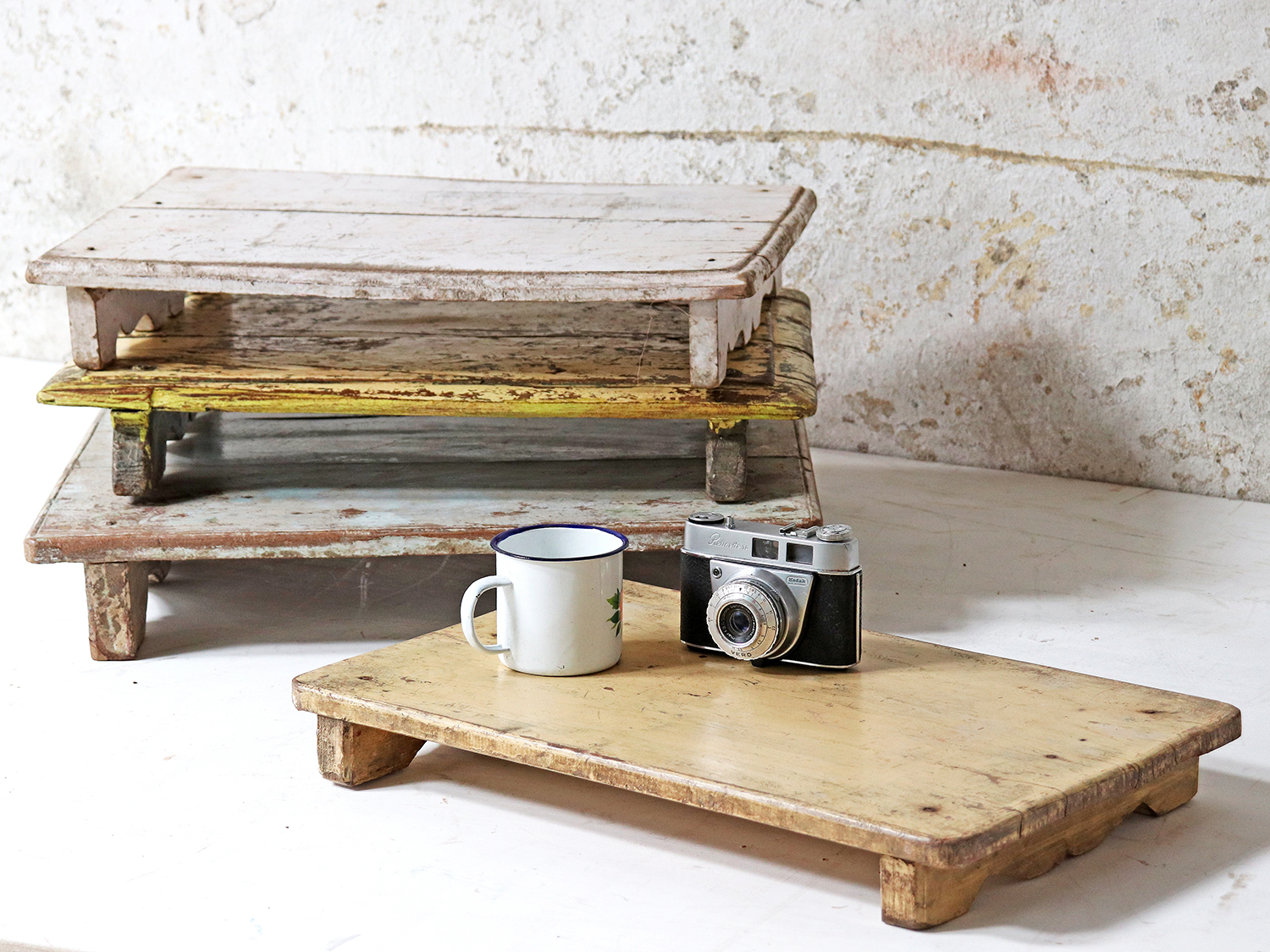 Make carrying drinks and snacks outside a doddle with our new in vintage trays.