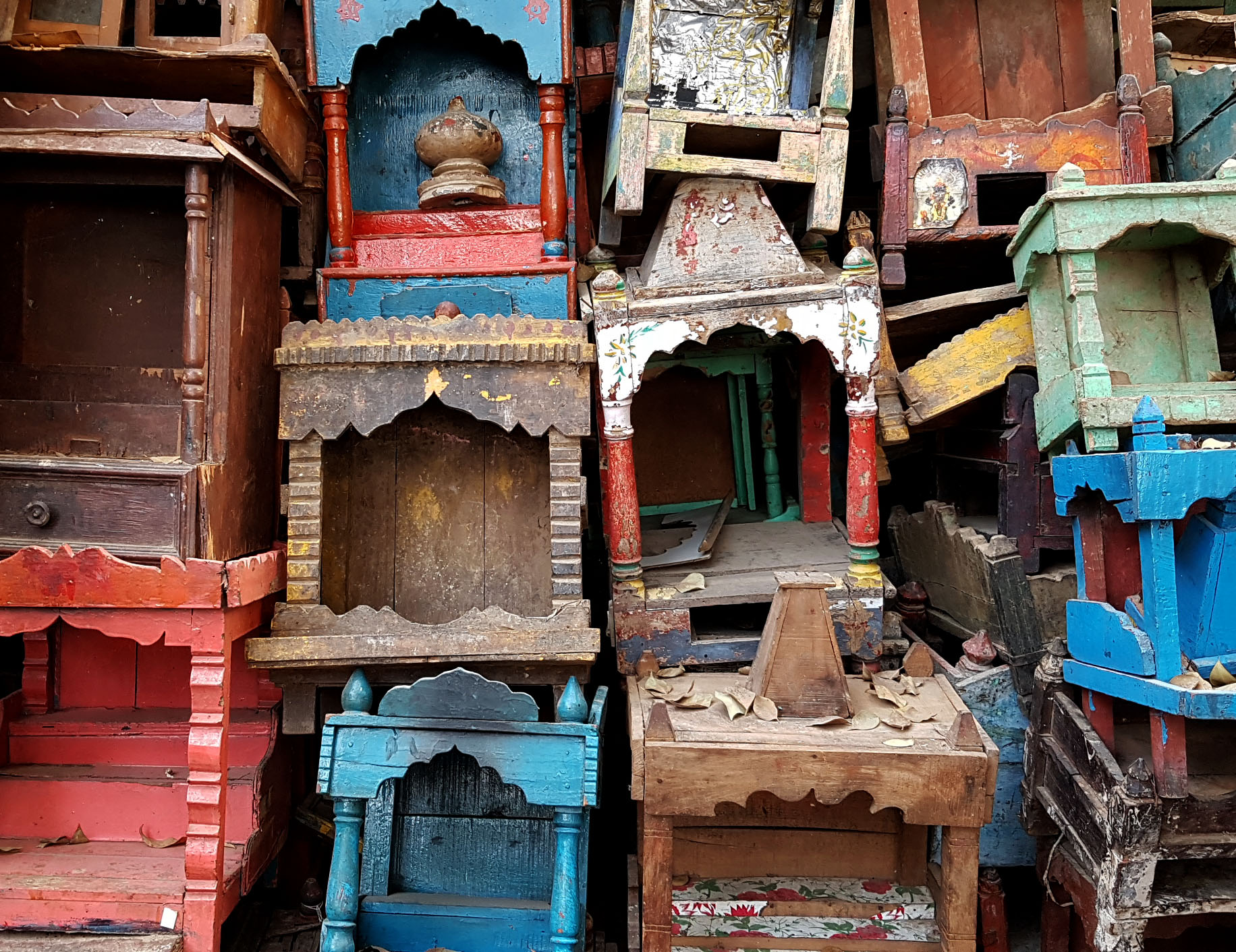 buying antique and vintage furniture in India