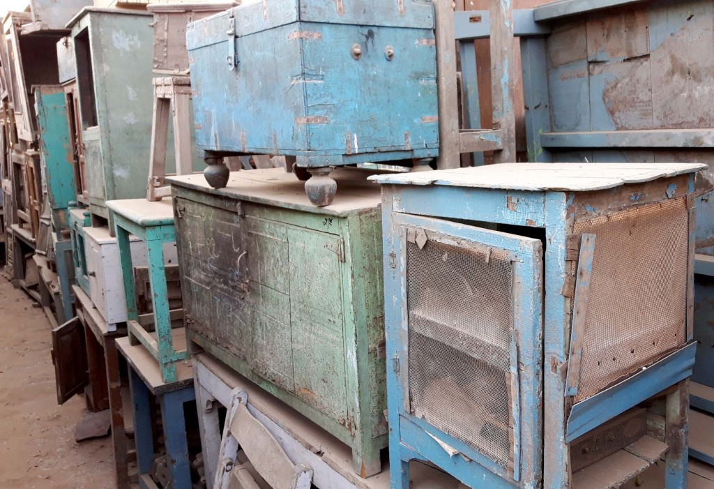 vintage and antuqie furniture buying
