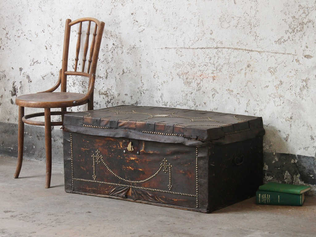 A Georgian leather travel trunk from around 1840