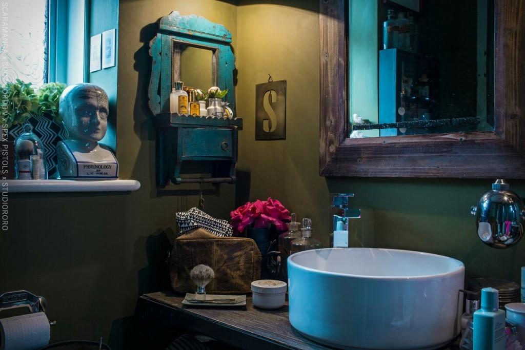 eclectic vintage modern bathroom