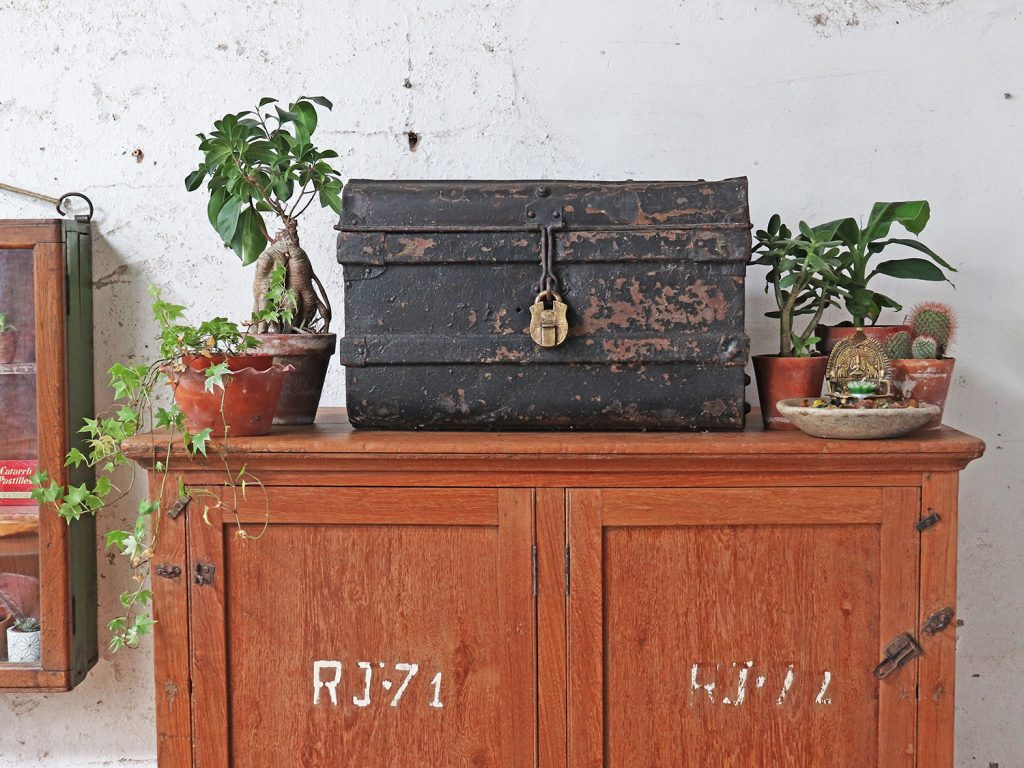 Vintage shabby chic trunks the perfect trunk for Indian summer interiors