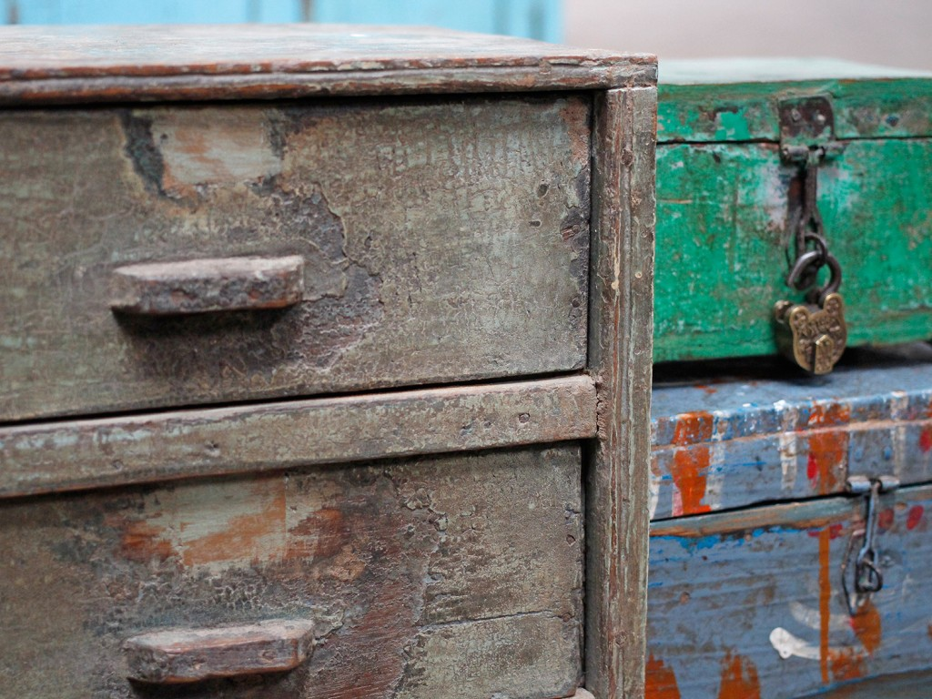 small compact shabby choc chest of drawers