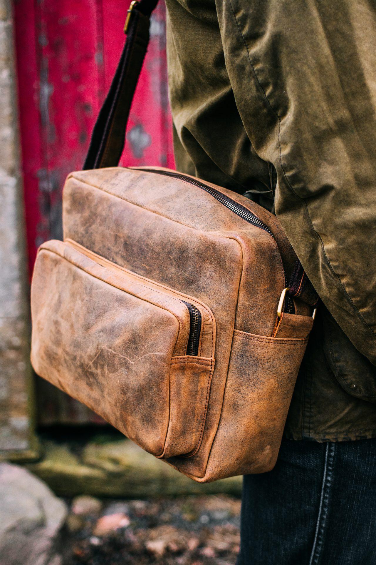 Retro leather shoulder bag