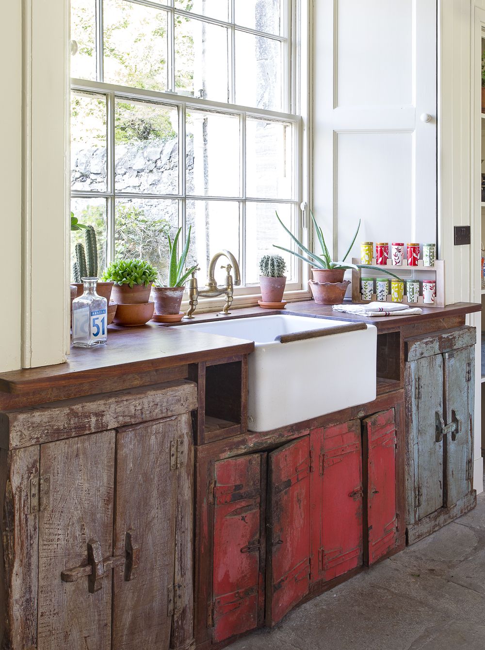 Using reclaimed wood in your interior design can greatly reduce your carbon footprint and is super kind to the environment.