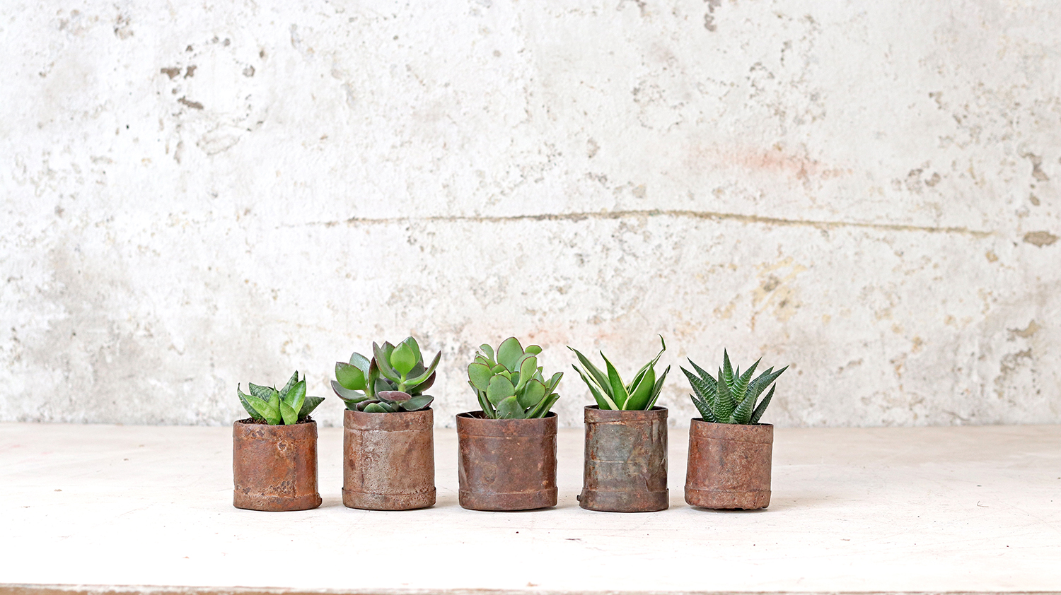Small vintage metal pots add additional texture to any Autumn themed interior.