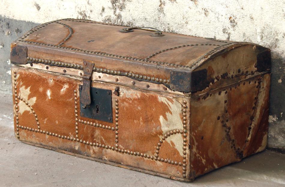 Goergian travel trunk