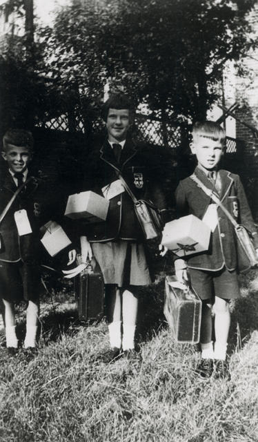 Evacuees with satchels. Image courtesy of The Newham Story.