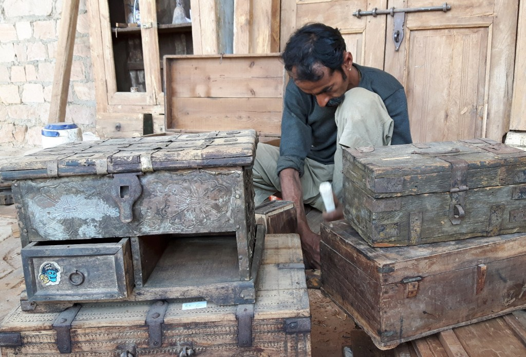 repairing a woode chest