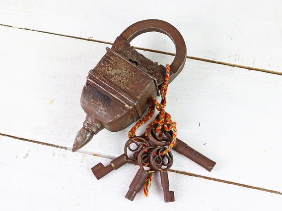 4 Key Antique Style Padlock Large