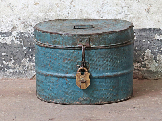 View our  Vintage Hat Tin from the  Old Travel Trunks collection