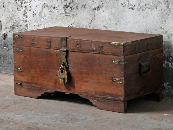 old wooden chests trunks boxes antique storage. Black Bedroom Furniture Sets. Home Design Ideas