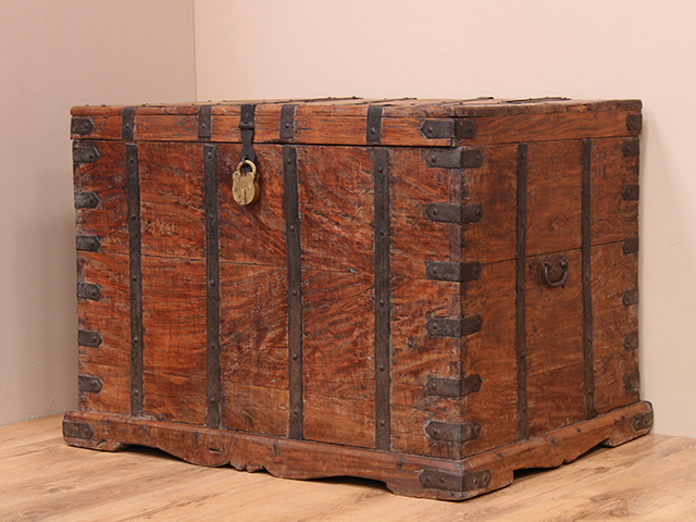 View our Women Antique Treasure Chest with Padlock from the Women Sold collection