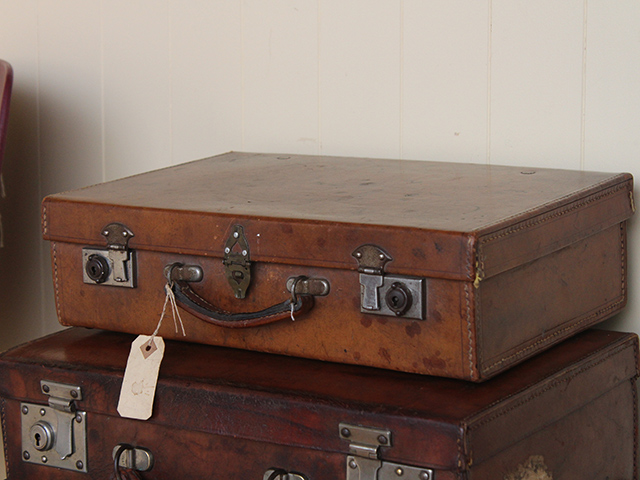 Vintage Leather Suitcase TLNM45220 C - Old Travel Trunks - Scaramanga