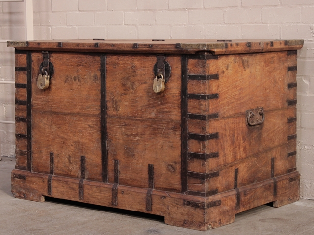 Wood Trunks And Chests ~ Wooden trunk sold scaramanga