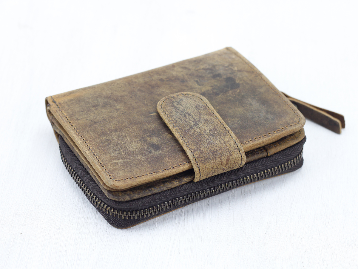 a4e2192b6e3 Women's Leather Wallet at Scaramanga