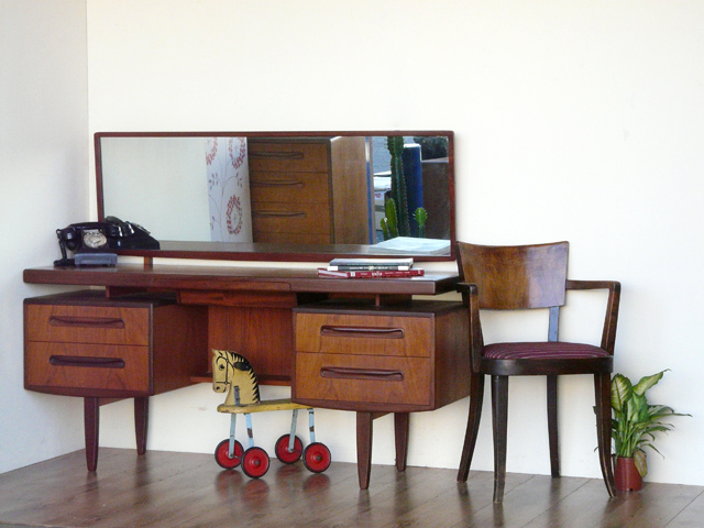 g plan dressing table desk sold scaramanga. Black Bedroom Furniture Sets. Home Design Ideas