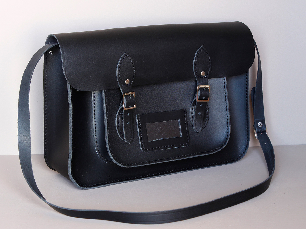 23935ff42e0b Mens Classic Black Leather Satchel 15 Inch at Scaramanga