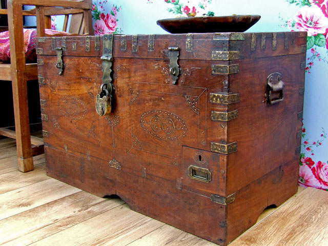 Old Wooden Chest 777