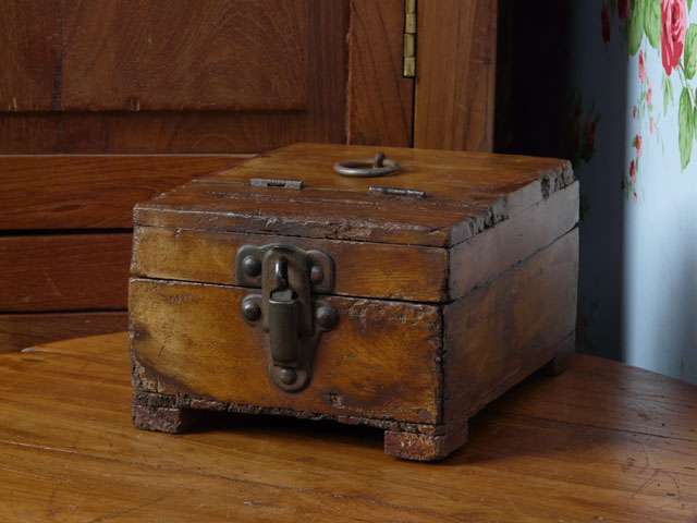 Old shaving box 1060 scaramanga leather satchels for What to do with old mailbox
