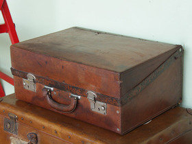 Old Leather Suitcase TLNM45111 Thumbnail