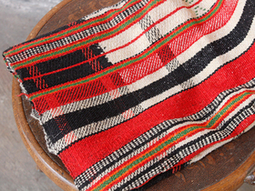 Traditional Red & Black Blanket Thumbnail