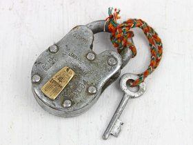 Small Old Iron Padlock Thumbnail