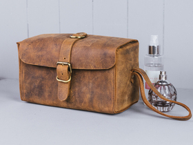 Deluxe Leather Wash Bag Thumbnail
