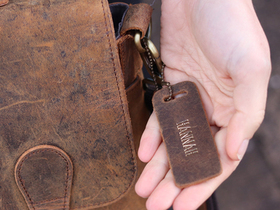 Leather Bag Tag with Chain Thumbnail