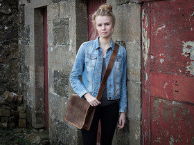 View our Junior Boys And Girls iPad Leather Messenger Bag 11 Inch from the Junior Leather Messenger Bags collection