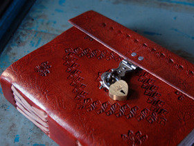 Medium Leather Journal Plain With Lock Thumbnail