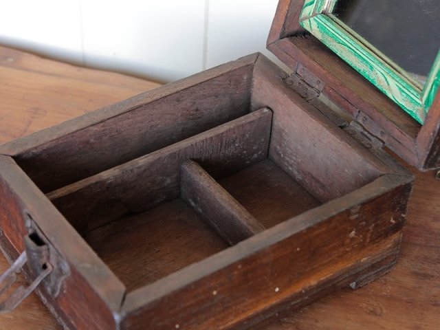 Old Barber's Shaving Box Thumbnail
